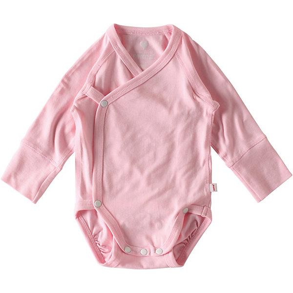 Боди Ruoko ReimaБоди<br>Характеристики товара:<br><br>• цвет: розовый;<br>• состав: 47,5% хлопок, 47,5% лиоцелл, 5% эластан;<br>• сезон: круглый год;<br>• боди с запахом для самых маленьких;<br>• нескатывающийся материал;<br>• гладкий и приятный на ощупь материал подойдет даже для нежной кожи;<br>• кнопки в области паха и отстегиваемая передняя часть;<br>• возможность регулировать длину в области шагового шва;<br>• мягкие плоские швы для дополнительного комфорта: не раздражают кожу;<br>• рукава подворачиваются в размерах от 50 до 56;<br>• страна бренда: Финляндия.<br><br>Этот боди с запхом для самых маленьких отлично подойдет для любого случая – и чтобы весело поиграть, и сладко подремать. Для его изготовления мы выбрали мягкий хлопковый материал Tencel®: он очень простой в уходе и экологически чистый, а его особая мягкая структура идеально подойдет для нежной кожи малыша. Плоские швы обеспечивают дополнительный комфорт – этот боди очень мягкий на ощупь и не натирает.<br><br>Боди Reima от финского бренда Reima (Рейма) можно купить в нашем интернет-магазине.<br>Ширина мм: 157; Глубина мм: 13; Высота мм: 119; Вес г: 200; Цвет: розовый; Возраст от месяцев: 0; Возраст до месяцев: 3; Пол: Унисекс; Возраст: Детский; Размер: 50,74,62; SKU: 7628396;