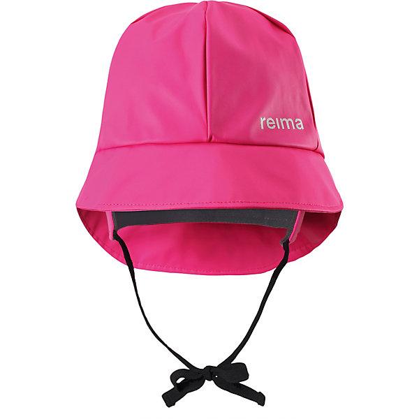 Непромокаемая шапка Rainy Reima для девочкиШапки и шарфы<br>Характеристики товара:<br><br>• цвет: розовый;<br>• состав: 100% полиэстер, полиуретановое покрытие;<br>• без подкладки;<br>• без дополнительного утепления;<br>• сезон: демисезон;<br>• температурный режим: от +5 до +15С;<br>• застёжка: шапка на завязках;<br>• непромокаемая шапка;<br>• запаянные швы, не пропускающие влагу;<br>• эластичный материал;<br>• не содержит ПВХ;<br>• светоотражающие элементы;<br>• страна бренда: Финляндия.<br><br>Детская непромокаемая шапка защитит ушки, шею и лицо и от небольшого дождика, и даже во время ливня. Эта легкая шапка-дождевик без подкладки изготовлена из эластичного материала, сертифицированного по стандарту Oeko-Tex и не содержит ПВХ. Запаянные швы гарантируют, что под яркую шапку не попадет ни одна дождинка!<br><br>Шапку Reima от финского бренда Reima (Рейма) можно купить в нашем интернет-магазине.<br>Ширина мм: 89; Глубина мм: 117; Высота мм: 44; Вес г: 155; Цвет: розовый; Возраст от месяцев: 18; Возраст до месяцев: 24; Пол: Женский; Возраст: Детский; Размер: 48,56,54,52,50; SKU: 7633584;
