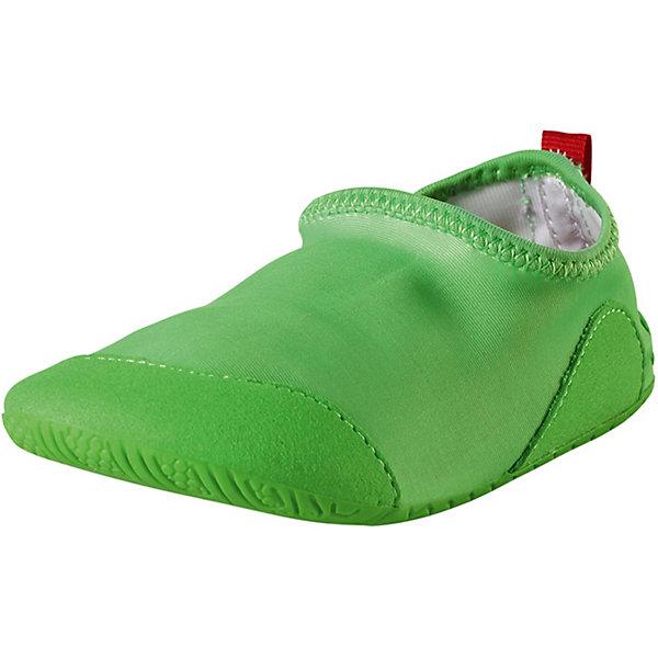 Тапки Twister ReimaПляжная обувь<br>Характеристики товара:<br><br>• цвет: зелёный;<br>• внешний материал: 90% полиэстер, 10% эластан;<br>• внутренний материал: этиленвинилацетат;<br>• стелька: этиленвинилацетат;<br>• подошва: резина;<br>• сезон: лето;<br>• верх из быстросохнущего текстиля и синтетических материалов;<br>• верх из солнцезащитного материала и текстиля;<br>• подошва из термопластичного каучука обеспечивает хорошее сцепление с поверхностью;<br>• предотвращающие скольжение накладки на подошвах;<br>• не маркирующие подошвы;<br>• съёмные стельки;<br>• легко надеваются на ноги;<br>• фактор защиты от ультрафиолета 50+;<br>• Reima SunProof®;<br>• можно стирать в машине при температуре 30°C;<br>• страна бренда: Финляндия.<br><br>Идеальные тапки для пляжа или бассейна. Верх изготовлен из солнцезащитного, быстросохнущего материала, а подошва – из нескользящей резины. Рисунок протектора позволяет воде свободно вытекать из-под ног во время занятий в бассейне, а резиновый материал защищает маленькие ножки от стекла и острых палочек на пляже. Эти тапки легко надеваются и пригодны для машинной стирки, к тому же их можно использовать как тапочки для дома или детского сада.<br><br>Тапки Reima от финского бренда Reima (Рейма) можно купить в нашем интернет-магазине.<br>Ширина мм: 248; Глубина мм: 135; Высота мм: 147; Вес г: 256; Цвет: зеленый; Возраст от месяцев: 24; Возраст до месяцев: 24; Пол: Унисекс; Возраст: Детский; Размер: 25,24,38,37,36,35,34,33,32,31,30,29,28,27,26; SKU: 7634843;