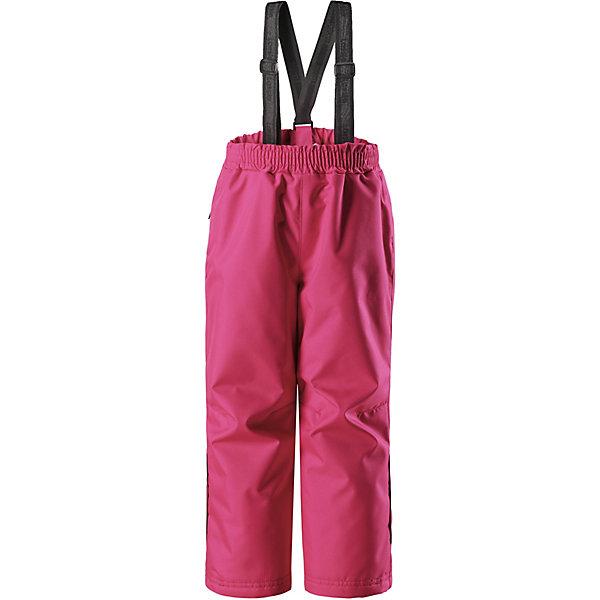 Брюки LassieОдежда<br>Характеристики товара:<br><br>• цвет: розовый;<br>• состав: 100% полиэстер, полиуретановое покрытие;<br>• подкладка: 100% полиэстер;<br>• утеплитель: 100% полиэстер, 80 г/м2;<br>• сезон: демисезон;<br>• температурный режим: от -5 до +10С;<br>• водонепроницаемость: 1000 мм;<br>• воздухопроницаемость: 1000 мм;<br>• износостойкость: 50000 циклов (тест Мартиндейла);<br>• застёжка: брюки на резинке;<br>• сверхпрочный материал;<br>• задний серединный шов проклеен;<br>• гладкая подкладка из полиэстера;<br>• эластичный регулируемый обхват талии;<br>• регулируемые брючины;<br>• съёмные регулируемые подтяжки;<br>• карман в боковом шве;<br>• светоотражающие детали;<br>• страна бренда: Финляндия.<br><br>Детские демисезонные прогулочные брюки изготовлены из сверхпрочного материала. Задний средний шов проклеен, водонепроницаем. Брюки снабжены гладкой подкладкой из полиэстера на легком утеплителе, который согреет в холодные дни. Эта удобная модель отлично подойдет и мальчикам, и девочкам: простой прямой крой и полная функциональность. Съемные эластичные подтяжки легко отрегулировать в длину, когда ребенок подрастет.<br><br>Брюки Lassie (Ласси) можно купить в нашем интернет-магазине.