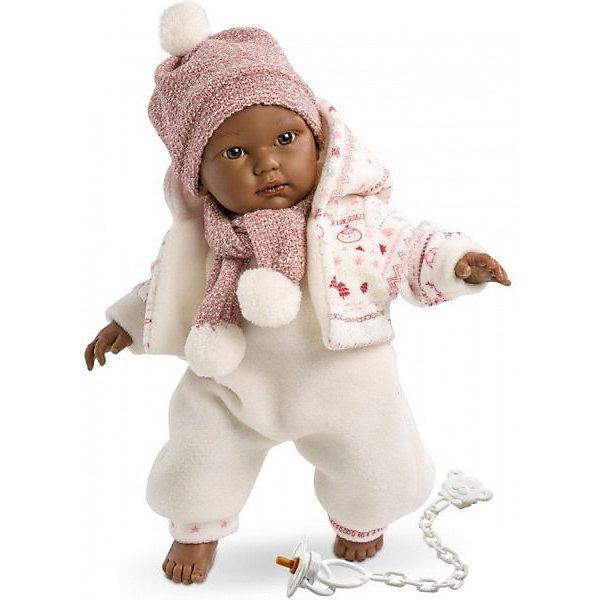 Кукла Llorens Кукуй мулат, 30 см со звукомБренды кукол<br>Характеристики:<br><br>• тип игрушки: кукла;<br>• возраст: от 3 лет;<br>• материал: ПВХ, текстиль, полиэфирное волокно;<br>• цвет: белый;<br>• высота куклы: 30 см;<br>• вес: 660 гр;<br>• размер: 37х13х20 см;<br>• страна бренда: Испания;<br>• бренд: Llorens<br>.<br><br>Кукла Llorens «Кукуй мулат» 30 см со звуком выполнена в виде темнокожего мальчика мулата. Кукуй выполнен в реалистичной манере, на его ножках и ручках можно рассмотреть младенческие складочки. Его милое личико с пухлыми щечками, маленьким носиком и глазками очень выразительно. Ваша девочка будет в восторге от такого подарка.<br><br>Реалистичная куколка очень похожа на маленького мальчика с ямочками и складочками на ручках и ножках. У малыша пухлые губки, круглые щечки и выразительные глазки. Куколка одета в нарядный костюмчик белого цвета и теплую вязаную кофточку с капюшоном. На голове у куклы шапочка с помпоном.<br><br>Кукла имеет мягконабивное тело, а голова ручки и ножки изготовлены из приятного на ощупь винила с запахом ванили. Подвижные части тела позволяют легко переодевать куколку и придавать ей различные игровые позы. При нажатии на животик малыш начинает плакать и звать маму и папу. Благодаря куколке девочки смогут много увлекательных сюжетов для ролевых игр, развивая фантазию и воображение.<br><br>Куклу Llorens «Кукуй мулат» 30 см со звуком можно купить в нашем интернет-магазине.<br>Ширина мм: 37; Глубина мм: 15; Высота мм: 20; Вес г: 660; Возраст от месяцев: 36; Возраст до месяцев: 72; Пол: Женский; Возраст: Детский; SKU: 7905840;