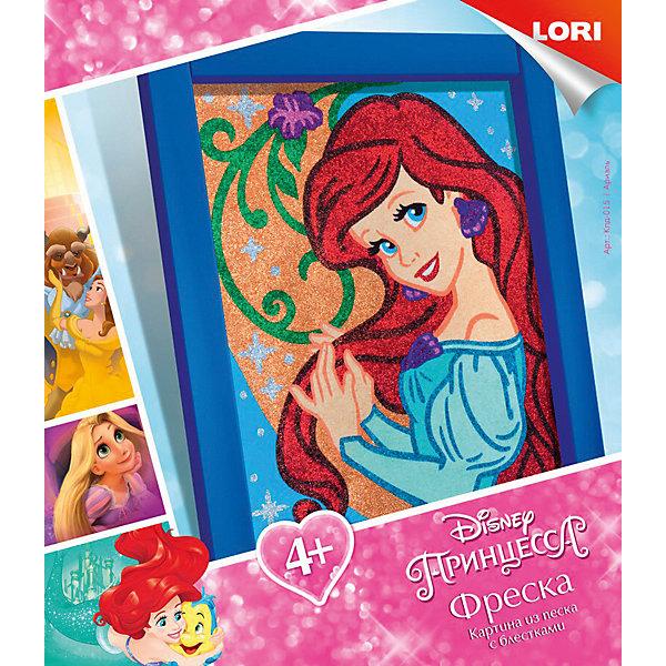 Картина из песка Волшебный блеск Disney Princess АриэльКартины из песка<br>Характеристики:<br><br>• возраст: от 4 лет<br>• в наборе: цветной песок; блестки, самоклеящаяся основа; рамка; инструкция на упаковке.<br>• упаковка: картонная коробка<br>• размер упаковки: 23х20х4 см.<br>• вес: 180 гр.<br><br>Все малыши обожают играть с песком, но не все знают, что им можно еще и рисовать. Узнать секреты этого увлекательного вида творчества совсем просто – предложите ребенку создать картинку из цветного песка.<br><br>На самоклеющейся основе уже намечены контуры будущего изображения русалочки Ариэль. Для того чтобы картинка ожила, достаточно нанести на нее песок соответствующего цвета, а потом дополнить картинку блестками. Готовую картину можно вставить в рамку, входящую в набор.<br><br>Работать с песком необычайно приятно – он успокаивает и расслабляет, массирует детские пальчики, стимулируя развитие мелкой моторики. А если юный художник увлекся и насыпал слишком много, всегда можно аккуратно стряхнуть излишки и повторить процесс заново, пока все песчинки не окажутся на своих местах. <br><br>Процесс создания картинки из песка прост, а результат великолепен!<br><br>Набор Фреска. Картина из песка с глиттером. Disney Ариэль LORI (ЛОРИ) можно купить в нашем интернет-магазине.<br>Ширина мм: 230; Глубина мм: 200; Высота мм: 40; Вес г: 180; Цвет: разноцветный; Возраст от месяцев: 48; Возраст до месяцев: 2147483647; Пол: Унисекс; Возраст: Детский; SKU: 7960886;