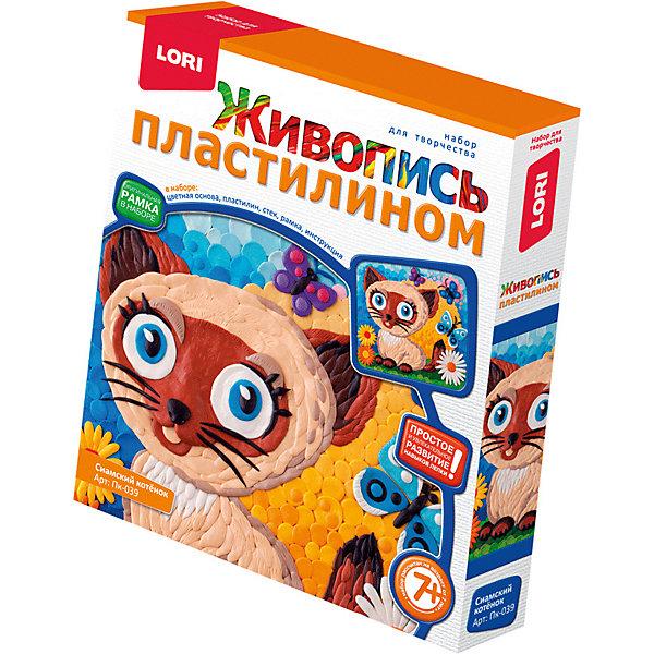 Набор для творчества LORI Живопись пластилином Сиамский котёнокКартины из пластилина<br>Характеристики:<br><br>• возраст: от 7 лет<br>• в наборе: цветная основа, пластилин, стек, рамка, инструкция.<br>• упаковка: картонная коробка<br>• размер упаковки: 20х23х4 см.<br>• вес: 238 гр.<br><br>Набор живопись пластилином «Сиамский котёнок» поможет ребенку развить свои творческие способности.<br><br>С помощью цветной основы и пластилина разных цветов он сможет создать красочную картинку с изображением милого сиамского котенка. Процесс создания картинки не сложен, но увлекателен - пластилин нужно скатывать в «шарики», «колбаски», «лепешки» и заполнять ими белый рисунок на основе. Готовую картинку можно вставить в рамку, входящую в набор.<br><br>В процессе изготовления картины у ребенка формируется понятие о цвете, развивается мелкая моторика, внимание, образное мышление, усидчивость.<br><br>Набор Живопись пластилином Сиамский котёнок LORI (ЛОРИ) можно купить в нашем интернет-магазине.<br>Ширина мм: 200; Глубина мм: 230; Высота мм: 40; Вес г: 238; Цвет: разноцветный; Возраст от месяцев: 84; Возраст до месяцев: 2147483647; Пол: Унисекс; Возраст: Детский; SKU: 7960902;