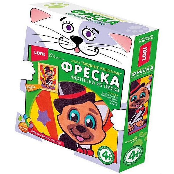 Картина-фреска из песка LORI Модные животные Собачка фокусникКартины из песка<br>Характеристики:<br><br>• возраст: от 4 лет<br>• в наборе: цветной песок; самоклеящаяся основа (15х21 см.); рамка; инструкция на упаковке.<br>• упаковка: картонная коробка<br>• размер упаковки: 20х23х4 см.<br>• вес: 153 гр.<br><br>Все малыши обожают играть с песком, но не все знают, что им можно еще и рисовать. Узнать секреты этого увлекательного вида творчества совсем просто – предложите ребенку создать картинку из цветного песка.<br><br>На самоклеющейся основе уже намечены контуры будущего изображения собачки, одетой в костюм фокусника. Для того чтобы картинка ожила, достаточно нанести на нее песок соответствующего цвета. Готовую картину можно вставить в рамку, входящую в набор.<br><br>Работать с песком необычайно приятно – он успокаивает и расслабляет, массирует детские пальчики, стимулируя развитие мелкой моторики. А если юный художник увлекся и насыпал слишком много, всегда можно аккуратно стряхнуть излишки и повторить процесс заново, пока все песчинки не окажутся на своих местах.<br><br>Процесс создания картинки из песка прост, а результат великолепен!<br><br>Набор Фреска. Картина из песка Собачка фокусник LORI (ЛОРИ) можно купить в нашем интернет-магазине.<br>Ширина мм: 230; Глубина мм: 40; Высота мм: 200; Вес г: 153; Цвет: разноцветный; Возраст от месяцев: 48; Возраст до месяцев: 2147483647; Пол: Унисекс; Возраст: Детский; SKU: 7960904;