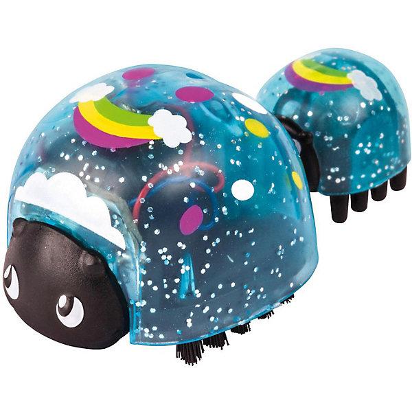 Интерактивная игрушка Moose Little Live Pets Божья коровка и малыш, РадугаИнтерактивные животные<br>Характеристики:<br><br>• возраст: от 5 лет;<br>• материал: пластик;<br>• в наборе: 2 фигурки божьих коровок;<br>• тип батареек: 1хLR44;<br>• наличие батареек: в комплекте;<br>• вес упаковки: 140 гр.;<br>• размер упаковки: 12,5х4,5х22 см;<br>• страна бренда: Австралия.<br><br>Набор Little Live Pets от бренда Moose стандартно включает двух божьих коровок (мама и малыш). В некоторых наборах можно найти бонусную фигурку малыша. Узнать заранее комплектность невозможно.<br><br>Жучки имеют яркий оригинальный дизайн, соединяются между собой с помощью антенны. При включении игрушка начинает кружиться и ползать по гладкой поверхности. Выполнено из прочных безопасных материалов, устойчивых к механическому воздействию.<br><br>Набор божья коровка и малыш Moose «Радуга» можно купить в нашем интернет-магазине.<br>Ширина мм: 125; Глубина мм: 45; Высота мм: 220; Вес г: 140; Цвет: синий; Возраст от месяцев: 60; Возраст до месяцев: 2147483647; Пол: Унисекс; Возраст: Детский; SKU: 7979646;