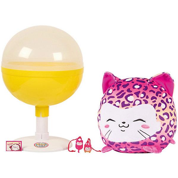 Набор с большим плюшевых героем Moose Pikmi Pops, котёнокМягкие игрушки животные<br>Характеристики:<br><br>• возраст: от 5 лет;<br>• материал: пластик, плюш;<br>• в наборе: котенок, от 1 до 3 шармов, подставка в форме чупа-чупса;<br>• вес упаковки: 522 гр.;<br>• размер упаковки: 20х20х29 см;<br>• страна бренда: Австралия.<br><br>Набор с большим плюшевым героем Pikmi Pops от бренда Moose включает игрушку котенка. В секретном кармашке ребенок также найдет от одного до трех шармов на веревочке, которые можно подвесить на ключи или сумочку.<br><br>Собачка выполнена в ярком дизайне и имеет фруктовый аромат. Хранить игрушку можно в оригинальной упаковке в форме чупа-чупса. Изготовлено из качественных безопасных материалов.<br><br>Набор с большим плюшевым героем Pikmi Pops, котенок можно купить в нашем интернет-магазине.<br>Ширина мм: 200; Глубина мм: 200; Высота мм: 290; Вес г: 522; Возраст от месяцев: 60; Возраст до месяцев: 96; Пол: Унисекс; Возраст: Детский; SKU: 7979694;