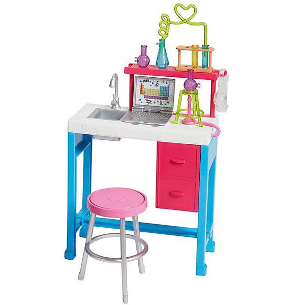 Аксессуары дл куклы Barbie Наборы для работы ЛабораторияАксессуары для кукол<br>Характеристики:<br><br>• возраст: от 5 лет;<br>• материал: пластик;<br>• комплектация:  аксессуары;<br>• размер: 27х18х8 см;<br>• вес: 400 гр; <br>• бренд: Mattel.<br><br>Наборы для работы  Barbie приведет в восторг любую девочку. Дайте волю своим фантазиям с тематическими наборами Barbie, посвящёнными самым разным профессиям! Набор позволит почувствовать на себе роль работника научной лаборатории. В него входят рабочий стол, с установленными на нем полочками с различными пробирками и конечно же ноутбук.<br><br>Наборы для работы  Barbie можно купить в нашем интернет-магазине.<br>Ширина мм: 270; Глубина мм: 195; Высота мм: 85; Вес г: 403; Возраст от месяцев: 36; Возраст до месяцев: 2147483647; Пол: Женский; Возраст: Детский; SKU: 8068832;