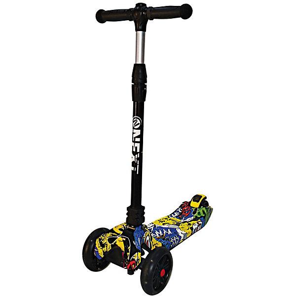Трёхколёсный самокат Next, чёрный/синийСамокаты<br>Характеристики товара:<br><br>• возраст: от 2 лет;<br>• максимальная нагрузка: 60 кг;<br>• материал: алюминий;<br>• диаметр передних колес: 135 мм;<br>• диаметр заднего колеса: 90 мм;<br>• материал колес: полиуретан;<br>• высота руля: 70-90 см;<br>• размер деки: 31х14,5 см;<br>• подшипники: АВЕС 7;<br>• ножной тормоз;<br>• размер самоката: 62х29х70-90 см;<br>• размер упаковки: 64х44х52 см;<br>• вес упаковки: 4,3 кг.<br><br>Самокат трехколесный Next подойдет для юных пользователей от 2 лет. Благодаря двум передним колесам самокат обладает хорошей устойчивостью, что позволяет малышам легко обучаться катанию на самокате. Управление самокатом осуществляется путем наклона рулевой стойки.<br><br>Колеса из износостойкого полиуретана развивают хорошую скорость, не скользят и не шумят по асфальту. Колеса светятся, делая катание особенно эффектным в темное время суток. <br><br>На ручках руля удобные прорезиненные грипсы. Дека имеет нескользящую поверхность, не давая обуви соскальзывать с нее во время катания. Для безопасного катания предусмотрен ножной тормоз на заднем колесе. Самокат складывается для хранения дома и транспортировки.<br><br>Самокат трехколесный Next можно приобрести в нашем интернет-магазине.<br>Ширина мм: 620; Глубина мм: 900; Высота мм: 290; Вес г: 4300; Цвет: разноцветный; Возраст от месяцев: 24; Возраст до месяцев: 48; Пол: Унисекс; Возраст: Детский; SKU: 8264234;