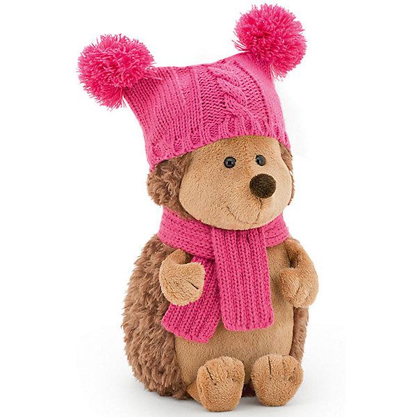 Мягкая игрушка Orange Life Ежинка Колючка в шапке с двумя помпонами, 26 смМягкие игрушки животные<br>Характеристики:<br><br>• возраст: от 3 лет;<br>• материал:  плюш, наполнитель, текстиль, пластик;<br>• цвет: коричневый;<br>• высота игрушки: 25 см;<br>• размер: 30х16х15,5 см;<br>• вес: 500 гр;<br>• страна бренда: Россия;<br>• бренд: Orange Toys.<br> <br>Игрушка Ежинка Колючка в шапке с двумя помпонами приведет в восторг детей от 3 лет. Когда наступает зима, многие прячутся в теплых домах и боятся высунуть свои носики на улицу. Это не про Колючку! Ежинка Колючка большая любительница прогулок и морозный воздух ей не помеха. <br><br>В выходные, обернувшись мягким тепленьким шарфиком и надев вязанную шапочку не с одним, а с двумя помпонами, Колючка может с раннего утра кататься на коньках или ходить на лыжах по лесу с друзьями. После таких замечательных катаний, она любит прийти домой и вместе с друзьями согреться душистым травяным чаем с вкуснейшим малиновым вареньем собственного приготовления. Как приятно, когда умеешь готовить что-нибудь вкусненькое.  Заходите и Вы погреться и попить чайку!<br><br>Игрушку  Ежинка Колючка в шапке с двумя помпонами можно купить в нашем интернет-магазине.<br>Ширина мм: 300; Глубина мм: 160; Высота мм: 155; Вес г: 500; Цвет: коричневый; Возраст от месяцев: 36; Возраст до месяцев: 168; Пол: Унисекс; Возраст: Детский; SKU: 8317095;