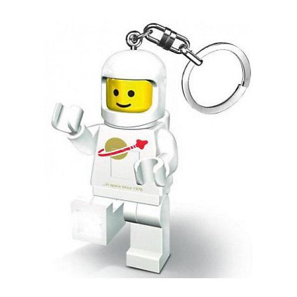 Брелок-фонарик для ключей LEGO Classic Spaceman, красныйАксессуары для ранцев и рюкзаков<br>Характеристики:<br><br>• возраст: от 5 лет;<br>• материал: пластик, металл;<br>• высота мини-фигурки: 8,1 см;<br>• тип батареек: 2хCR2025 3V;<br>• наличие батареек: в комплекте;<br>• вес упаковки: 64 гр.;<br>• размер упаковки: 9,7х4,1х15 см;<br>• страна бренда: Дания.<br><br>Брелок-фонарик Lego Classic Spaceman выполнен в виде космонавта. Элементы фигурки отлично проработаны, лицо и части одежды детально прорисованы.<br><br>У фигурки подвижные ножки, в которые встроены светодиодные лампочки. Фонарик загорается при нажатии на небольшую кнопку. Кроме того, у игрушки двигаются руки и голова. Брелок можно прикрепить на ключи или сумку за металлическое колечко. Сделано из прочных качественных материалов.<br><br>Брелок-фонарик для ключей LEGO Classic - Spaceman (цвет: белый) можно купить в нашем интернет-магазине.<br>Ширина мм: 97; Глубина мм: 41; Высота мм: 150; Вес г: 64; Возраст от месяцев: 72; Возраст до месяцев: 2147483647; Пол: Женский; Возраст: Детский; SKU: 8335812;
