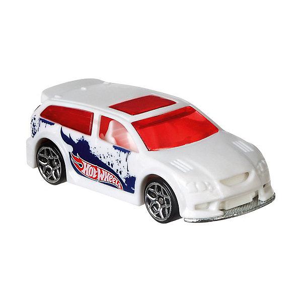 Машинка Hot Wheels Color Shifters меняющая цвет, белая/синяяПопулярные игрушки<br>Характеристики товара:<br><br>• возраст: от 3 лет;<br>• материал: пластик;<br>• размер упаковки: 16,8х12,6х3,2 см;<br>• вес упаковки: 49 гр.<br><br>Машинка Hot Wheels «Color Shifters» - оригинальная и популярная машинка Hot Wheels. Машинки Hot Wheels отличаются хорошей детализацией, яркими расцветками и невероятно оригинальными дизайнами. <br><br>Машинки данной серии способны менять цвет, если опустить их в теплую воду. Опустив ее обратно в холодную воду, она приобретет первоначальный цвет. Игрушка выполнена из прочного пластика.<br><br>Машинку Hot Wheels «Color Shifters» можно приобрести в нашем интернет-магазине.