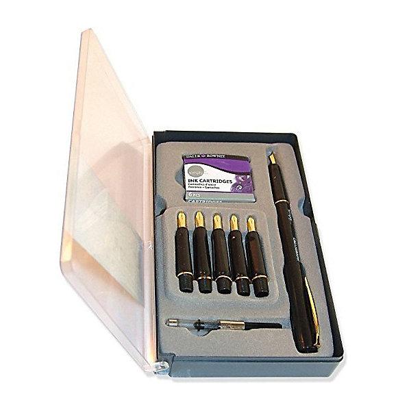 Набор для каллиграфии Daler Rowney Simply, 14 предметовХудожественные наборы<br>Характеристики:<br><br>• возраст: от 5 лет<br>• в наборе 14 предметов: ручка; 6 перьев (размер линий: 0,3 мм, 0,5 мм, 1 мм, 1,5 мм, 2 мм, 3 мм); конвертер чернил; 6 чернильных картриджей.<br>• упаковка: пластиковая коробка<br>• размер упаковки: 10х15х1,6 см.<br>• вес: 162 гр.<br><br>Набор Daler Rowney «Simply» предназначен для выполнения каллиграфических и графических работ. Он подходит как для профессионального, так и для личного использования.<br><br>Набор состоит из 1 ручки, 6 перьев, конвертера чернил и 6 чернильных картриджей. Чернила на пигментной основе не содержит кислот.<br><br>Набор для каллиграфии Daler Rowney Simply, 14 предметов можно купить в нашем интернет-магазине.