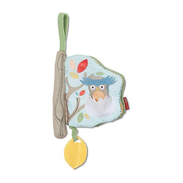 Развивающая игрушка-книжка SkipHop Лесное деревоРазвивающие игрушки<br>Характеристики:<br><br>• возраст: от 3 мес.;<br>• материал: пластик, текстиль;<br>• размер: 19х17х20 см;<br>• вес: 110 гр;<br>• бренд: SkipHop.<br><br>Развивающая игрушка-книжка SkipHop «Лесное дерево» заинтересует и станет любимицей Вашего ребенка. Мягкая книга Skip Hop — красивая развивающая игрушка со множеством цветов и фактур. Детали книжки вышиты, оформлены разнофактурными высококачественными материалами, которые развивают мелкую моторику и тактильное восприятие, улучшают координацию движения.<br><br>Книга очень приятная на ощупь, выполнена в виде дерева. На ее страницах спрятаны жители леса — белочка и совенок, а также игровые элементы — пищалка, погремушка, прорезыватель и безопасное зеркало. Мягкая книга Skip Hop окунет малыша в волшебный мир природы, познакомит с животными и растениями.<br><br>Красочные иллюстрации книги приведут любого ребенка в восторг и подарят хорошее настроение. Книжка легкая, удобная для маленьких детских ручек, на ней нет веревок, острых углов и других деталей, которые могут травмировать исследователя. Изготовлена из безопасных, нетоксичных и гиппоаллергенных материалов — полиэстер и лен. Специальная петелька позволяет подвешивать книжку над кроваткой, прикрепить ее к коляске.<br><br>Развивающую игрушку-книжку SkipHop «Лесное дерево» можно купить в нашем интернет-магазине.<br>Ширина мм: 19; Глубина мм: 5; Высота мм: 28; Вес г: 117; Цвет: синий/зеленый; Возраст от месяцев: 4; Возраст до месяцев: 24; Пол: Унисекс; Возраст: Детский; SKU: 8650150;