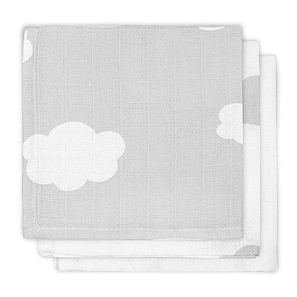 Салфетки для лица, 3шт, Clouds Grey (Серые облака)Нагрудники и салфетки<br>Характеристики:<br><br>• универсальные салфетки;<br>• в комплекте 3 шт.;<br>• удобно брать с собой в дорогу, на прогулку, в поликлинику;<br>• материал: мягкая муслиновая ткань;<br>• размер упаковки: 15х16х2 см.<br><br>Универсальные салфетки, можно использовать не только для лица. Салфетки мягкие на ощупь, нежная ткань с каждой стиркой становится еще мягче и мягче.<br>Ширина мм: 150; Глубина мм: 160; Высота мм: 20; Вес г: 48; Цвет: серый; Возраст от месяцев: 0; Возраст до месяцев: 3; Пол: Унисекс; Возраст: Детский; SKU: 8670215;