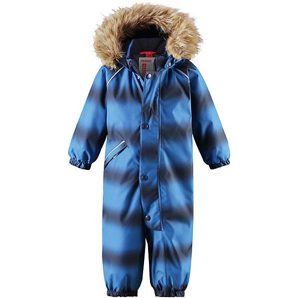 Комбинезон Lappi ReimaВерхняя одежда<br>Характеристики товара:<br><br>• состав: 100% полиамид, полиуретановое покрытие<br>• подкладка: 100% полиэстер<br>• утеплитель: Reima® Soft Loft 160 г/м2<br>• сезон: зима<br>• температурный режим: от 0 до -20С<br>• водонепроницаемость: 12000 мм<br>• воздухопроницаемость: 7000 мм<br>• износостойкость: 30000 циклов (тест Мартиндейла)<br>• застёжка: молния с защитой подбородка с дополнительно планкой на кнопках<br>• основные швы проклеены и не пропускают влагу<br>• водо- и ветронепроницаемый, дышащий и грязеотталкивающий материал<br>• утепленная задняя часть изделия<br>• гладкая подкладка из полиэстера<br>• безопасный, съемный, регулируемый капюшон<br>• съемный искусственный мех на капюшоне<br>• эластичные манжеты и штанины<br>• эластичная талия<br>• съемные эластичные штрипки<br>• длинная молния для легкого надевания<br>• дополнительная планка с кнопками<br>• карман на молнии<br>• светоотражающие детали<br>• страна бренда: Финляндия<br><br>Параметры изделия:<br>• объем груди: 78 см<br>• длина рукава с учетом плеча: 43 см<br>• длина комбинезона: 88 см<br>• длина внутреннего шва брюк: 37 см<br>• высота капюшона: 28 см<br>• глубина капюшона: 24 см<br><br>Зимний комбинезон на молнии. Основные швы комбинезона проклеены, а сам он изготовлен из водо и ветронепроницаемого, грязеотталкивающего материала. Утепленная задняя часть обеспечит дополнительное утепление во время игр в снегу.<br><br>Гладкая подкладка и длинная молния облегчают надевание. Маленький карман на молнии надежно сохранит все сокровища. Обратите внимание: комбинезон можно сушить в сушильной машине. Зимний комбинезон с капюшоном для мальчика.