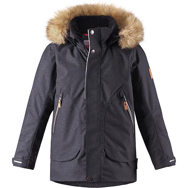Утеплённая куртка Reima OutaОдежда<br>Параметры изделия: <br><br>• объем груди: 98 см<br>• длина рукава с учетом плеча: 72 см<br>• длина изделия: 66 см<br>• высота капюшона: 32 см<br>• глубина капюшона: 27 см<br><br>Характеристики товара:<br><br>• состав: 75% полиамид, 25% полиэстер, полиуретановое покрытие <br>• подкладка: 100% полиэстер <br>• утеплитель: Reima® Flex 160 гр/м2 <br>• температурный режим: от 0 до -20 <br>• сезон: зима  <br>• водонепроницаемость: 10000 мм <br>• воздухопроницаемость: 8000 мм <br>• износостойкость: 40000 циклов (тест Мартиндейла) <br>• застёжка: молния с защитой подбородка <br>• водо- и ветронепроницаемый, дышащий и грязеотталкивающий материал <br>• все швы проклеены и водонепроницаемы <br>• гладкая подкладка из полиэстера <br>• безопасный съемный капюшон <br>• съёмный искусственный мех на капюшоне <br>• регулируемые манжеты на рукавах <br>• регулируемый подол <br>• ветрозащитная планка на кнопках <br>• внутренний нагрудный карман на молнии в размерах от 116 <br>• два кармана на молнии <br>• светоотражающие детали <br>• страна бренда: Финляндия<br><br>Теплая детская куртка сшита из ветронепроницаемого и дышащего материала, который, к тому же, водонепроницаемый! Все швы в этой стильной куртке проклеены и водонепроницаемы, что гарантирует максимальный комфорт во время зимних прогулок, при любой погоде. Съемный капюшон защищает от пронизывающего ветра и безопасен во время игр на свежем воздухе. Кнопки легко отстегиваются, если капюшон случайно за что-нибудь зацепится.<br><br>Модный образ дополняет капюшон с элегантной оторочкой из искусственного меха, которую при желании также можно снять. В карманах удобно хранить разные важные предметы во время прогулок. Вся одежда Reima производится с запасом роста +6 см. Производитель рекомендует использовать термобелье и флисовую поддеву для сильных морозов.