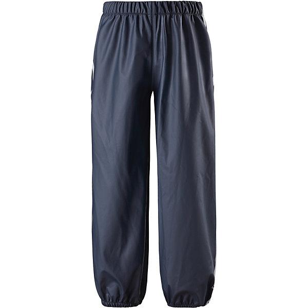 Непромокаемые брюки Oja Reima для мальчикаОдежда<br>Характеристики товара:<br><br>• цвет: синий;<br>• состав: 100% полиамид, полиуретановое покрытие;<br>• без подкладки;<br>• без дополнительного утепления;<br>• сезон: демисезон;<br>• водонепроницаемость: 10000 мм;<br>• застёжка: брюки на резинке;<br>• запаянные швы, не пропускающие влагу;<br>• эластичный материал;<br>• без ПВХ;<br>• эластичная талия;<br>• эластичные манжеты на брючинах;<br>• съемные штрипки в размерах от 104 до 128 см;<br>• светоотражающие детали;<br>• страна бренда: Финляндия.<br><br>Эти классические детские брюки для дождливой погоды очень просторные – под них можно свободно поддеть теплую одежду. Запаянные швы не пропустят вовнутрь ни одной капельки, ведь эти прочные непромокаемые брюки специально созданы для максимальной защиты во время веселых игр под дождем. Благодаря эластичной талии брюки отлично сидят, а съемные штрипки в размерах 104-128 см не дают брючинам задираться. Светоотражающие детали помогут лучше разглядеть ребенка в темное время суток. Материал не содержит ПВХ.<br><br>Брюки Reima от финского бренда Reima (Рейма) можно купить в нашем интернет-магазине.