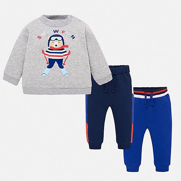 Спортивный костюм Mayoral для мальчикаКомплекты<br>Характеристики товара:<br><br>• комплектация: толстовка, брюки 2 шт.;<br>• состав ткани: 60% хлопок, 40% полиэстер;<br>• сезон: демисезон;<br>• застежка: кнопки;<br>• длинные рукава;<br>• талия: резинка, шнурок;<br>• страна бренда: Испания.<br><br>Модный спортивный костюм для детей состоит из толстовки и двух брюк, которые можно надевать и с другой одеждой. Брюки из комплекта для ребенка комфортно сидят - в поясе мягкая резинка и шнурок, детская толстовка декорирована забавным принтом. Детский спортивный костюм сделан из дышащего хлопкового материала с добавлением полиэстера, благодаря чему он отлично держит цвет и форму. Детская одежда от испанского бренда Mayoral завоевала популярность во многих странах благодаря отличному качеству вещей, а также их стильному и оригинальному дизайну.