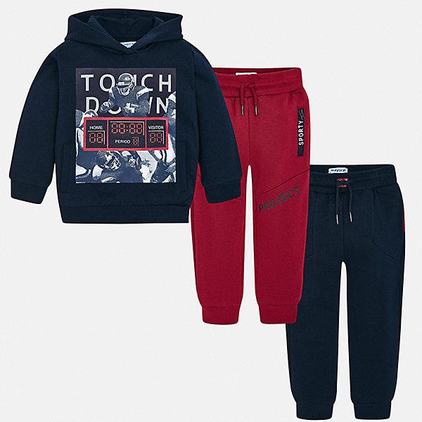 Спортивный костюм Mayoral для мальчикаСпортивные костюмы<br>Характеристики товара:<br><br>• цвет: мульти;<br>• комплектация: толстовка, брюки 2 шт.;<br>• состав ткани: 60% хлопок, 40% полиэстер;<br>• сезон: демисезон;<br>• особенности модели: с капюшоном;<br>• длинные рукава;<br>• талия: резинка, шнурок;<br>• страна бренда: Испания.<br><br>Удобный спортивный костюм для детей состоит из толстовки и двух брюк, которые можно надевать и с другой одеждой. Брюки из комплекта для ребенка комфортно сидят - в поясе мягкая резинка, детская толстовка декорирована стильным принтом. Детский спортивный костюм сделан из дышащего хлопкового материала с добавлением полиэстера, благодаря чему он отлично держит цвет и форму. Детская одежда от испанского бренда Mayoral завоевала популярность во многих странах благодаря отличному качеству вещей, а также их стильному и оригинальному дизайну.