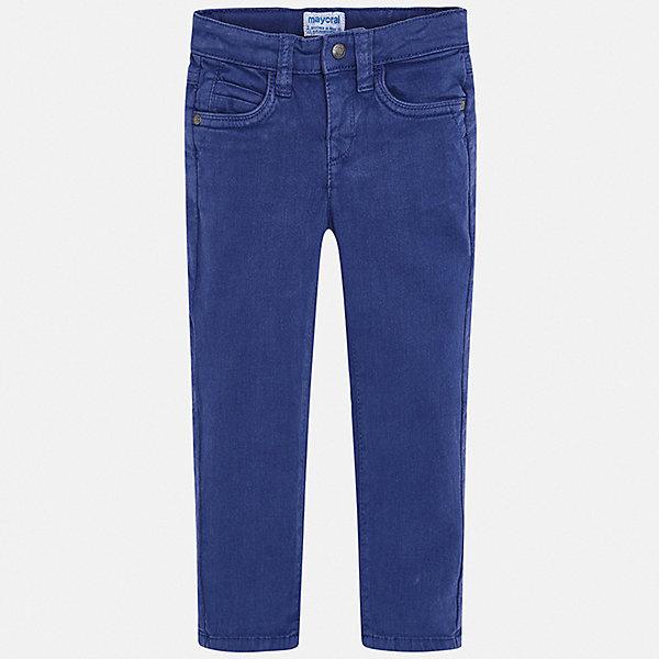 Брюки Mayoral для мальчикаБрюки<br>Характеристики товара:<br><br>• цвет: синий;<br>• состав ткани: 72% хлопок, 25% вискоза, 3% эластан;<br>• сезон: демисезон;<br>• застежка: пуговица, молния;<br>• шлевки;<br>• страна бренда: Испания.<br><br>Детская одежда от испанского бренда Mayoral - это гарантия высокого качества изделий и соответствие последним веяниям европейской моды. Эти прямые брюки для ребенка - стильная и универсальная одежда, с помощью которой можно создавать демократичные или нарядные комплекты. Детские брюки от популярного бренда Mayoral - из смесовой ткани, классического силуэта, со шлевками. Такие брюки для детей долго служат благодаря качественному материалу.