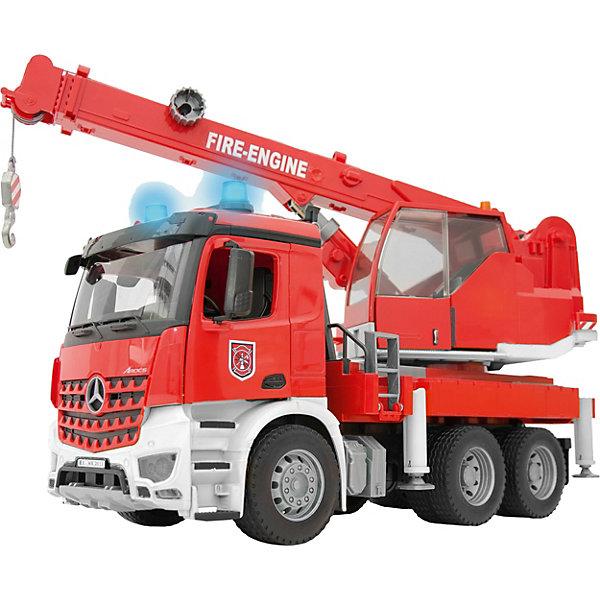 Пожарная машина автокран MB Arocs с модулем со световыми и звуковыми эффектами от Bruder