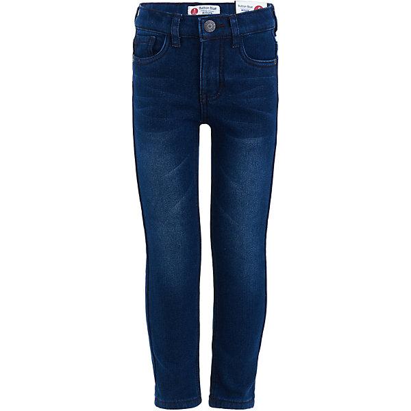 Джинсы Button BlueДжинсы<br>Характеристики товара:<br><br>• состав: 54% хлопок, 45%полиэстер, 1% эластан;<br>• подкладка: 100% полиэстер, флис;<br>• сезон: демисезон;<br>• застёжка: ширинка на молнии и пуговица;<br>• особенности: утеплённые;<br>• наличие шлёвок для ремня;<br>• джинсы с флисовой подкладкой;<br>• классическая пятикарманная модель;<br>• коллекция: Основная коллекция;<br>• страна бренда: Россия.<br><br>Детские утепленные джинсы на флисовой подкладке – обязательная вещь в зимнем гардеробе ребенка! Прямой крой и удобная форма подарят комфорт и уверенность в себе. Теплые джинсы позволят девочке носить их каждый день, не боясь холодов и ветра.