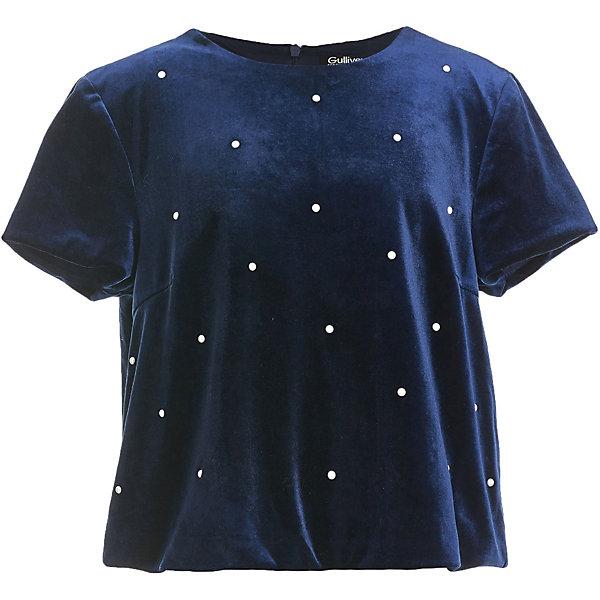 Блузка GulliverБлузки и рубашки<br>Характеристики товара:<br><br>• цвет: тёмно-синий;<br>• состав: 93% полиэстер, 7% эластан;<br>• подкладка: 100% хлопок;<br>• сезон: круглый год;<br>• застёжка: молния на спинке;<br>• особенности: нарядная;<br>• блузка с коротким рукавом;<br>• декорирована жемчужинами;<br>• коллекция: Иней;<br>• страна бренда: Россия.<br><br>Блузка глубокого синего цвета, прямого силуэта, с мелкими жемчужными полусферами на передней части изделия выглядит безупречно! Утонченная блузка будет уместна не только в атмосфере новогодних торжеств, но и в любых ситуациях, предполагающих нарядный look. С пышной юбкой, бархатными брюками и даже джинсами, блузка будет выглядеть элегантно.