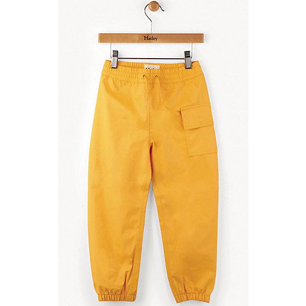 Брюки Hatley для мальчикаВерхняя одежда<br>Характеристики товара:<br><br>• цвет: желтый;<br>• состав ткани: 100% полиуретан;<br>• сезон: демисезон;<br>• талия: резинка, шнурок;<br>• особенности модели: спортивный стиль<br>• страна бренда: Канада.<br><br>Однотонные детские брюки от популярного бренда Hatley - из непромокаемого материала, их рекомендуется сочетать с резиновыми сапогами и плащом от дождя. Брюки для ребенка - свободного силуэта, отлично фиксируются на талии резинкой и шнурком. Такие брюки для детей легко чистятся - их достаточно просто протереть. Качественная детская одежда от канадского бренда Hatley - это стильные модели, учитывающие новые веяния в молодежной моде.