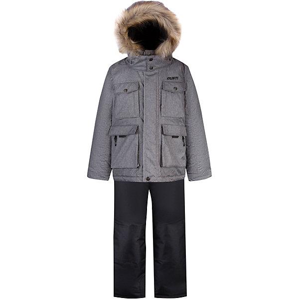 Комплект GUSTI для мальчикаВерхняя одежда<br>Характеристики товара:<br><br>• цвет: серый;<br>• комплектация: куртка, полукомбинезон;<br>• отстегивающийся верх полукомбинезона в возрасте от 7 до 14 лет;<br>• состав ткани: 100% полиэстер;<br>• подкладка: 100% полиэстер, флис;<br>• утеплитель: 100% полиэстер (полифилл 283 гр/кв.м, 170 гр/кв.м);<br>• мембрана;<br>• сезон: зима;<br>• температурный режим: от -30 до +5;<br>• водоотталкивающая способность: 5000 мм;<br>• воздухопроницаемость: 5000 г/м;<br>• плотность ткани: Т190;<br>• особенности модели: с отстегивающимся капюшоном;<br>• застежка: молния;<br>• снегозащитная юбка;<br>• светоотражающие детали;<br>• возможность удлинения рукавов и штанин;<br>• усилены места наибольшего истирания;<br>• страна бренда: Канада.<br><br>Этот комплект для ребенка сделан с применением новейших технологий и качественных материалов. Зимний детский комплект - со светоотражающими деталями, ветрозащитной планкой, удобным капюшоном. Комплект для детей сделан из прочного непромокаемого, но дышащего, материала, стойкого к истиранию, он очень легко чистится благодаря специальному покрытию. Этот комплект для ребенка может прослужить не один сезон - он увеличивается на размер за счет рукавов и штанин. Детская одежда от канадского бренда GUSTI - это стильные модели отличного качества, которые помогают обеспечить ребенку максимально возможный комфорт.
