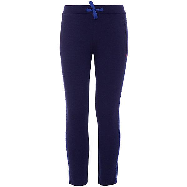 Спортивные брюки Catimini для девочкиБрюки<br>Характеристики:<br><br>• цвет: тёмно-синий;<br>• состав: 94% хлопок, 3% полиэстер, 3% эластан;<br>• сезон: демисезон;<br>• застёжка: брюки на резинке, шнурок-завязка;<br>• манжеты брючин на мягкой эластичной резинке;<br>• два кармана спереди;<br>• страна бренда: Франция.<br><br>Спортивные брюки для девочки. Полосатая деталь с блестками и серебряными полосами по бокам. Эластичная талия с шнурком-завязкой для регулировки обхвата талии. 2 трубчатых кармана на передней панели.