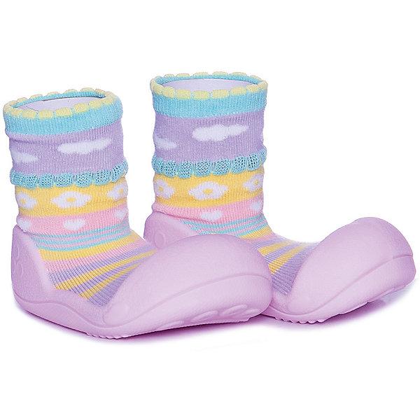 Тапочки Attipas Attibebe для девочкиНосочки и колготки<br>Характеристики товара:<br><br>• цвет: розовый<br>• модель: Attibebe<br>• состав: 80% хлопок, 17% эластан, 2% резиновая нить, 1% полиуретановая нить<br>• подошва: 100% термопластичный силикон<br>• сезон: круглый год<br>• можно носить на улице в сухую погоду<br>• температурный режим для улицы: от +18 до +25С<br>• анатомическая модель<br>• мягкая эластичная резинка на кромке<br>• дышащий и эластичный материал<br>• отверстия на подошве<br>• производство без использования клея и швов<br>• можно стирать в машине при температуре 30С<br>• декорированы ярким и оригинальным принтом<br>• страна бренда: Южная Корея<br><br>Тапочки Attipas специально созданы для ножек малышей. Тапочки очень лёгкие, но при этом прочные. Подошва не скользит на любых поверхностях. Ножка малыша дышит и не потеет благодаря маленьким отверстиям на подошве. Специальный большой мысок не стесняет движений пальчиков.<br><br>Тапочки выполнены в виде «носочков». Декорированы яркими необычными принтами и рисунками, могут быть дополнены красивыми деталями в виде бантиков, шнурочков и рюш. Тапочки универсальны, их можно носить дома, в детском саду или на занятия, в путешествиях и в гостях, и даже бегать в них на улице. Подошва легко очищается влажной тряпкой, при загрязнении текстильной части можно постирать в машинке или в ручную.<br><br>Attipas - уникальная анатомическая обувь для детей от 6 месяцев до 4 лет. В этом возрасте важна правильная постановка стопы малыша, чтобы нагрузка была не слишком тяжелой и не стесняла естественное развитие ноги. И аттипасы - идеально этому соответствуют.